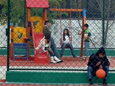 Детската площадка в Люлин заработи отново